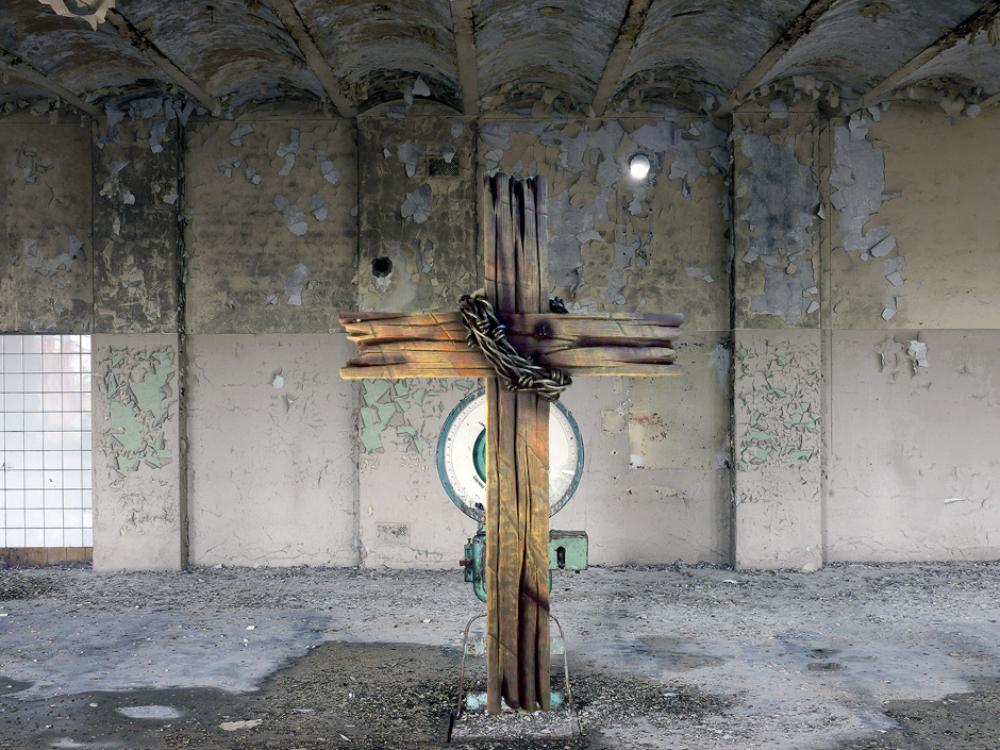 Kreuz auf waage